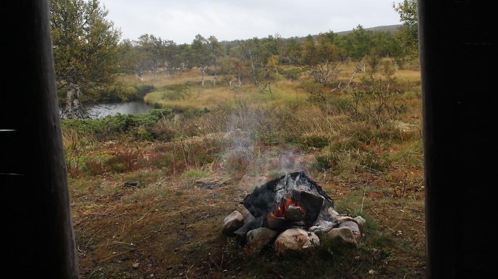 Vår middag lagas över öppen eld på Pilgrimsvandringen i Lofsdalen