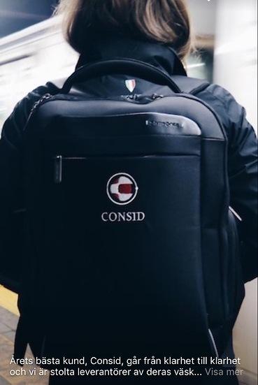 broderad logo på laptop-ryggsäck Consid